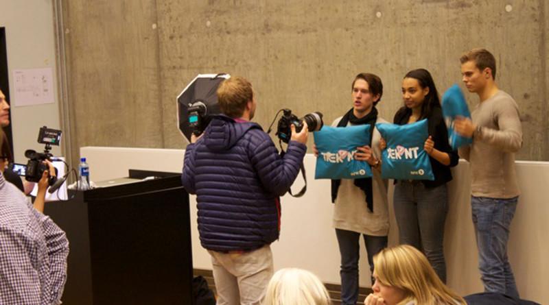 Trekant-puta vises frem for pressekorpset. Foto: Ruben S. Pedersen