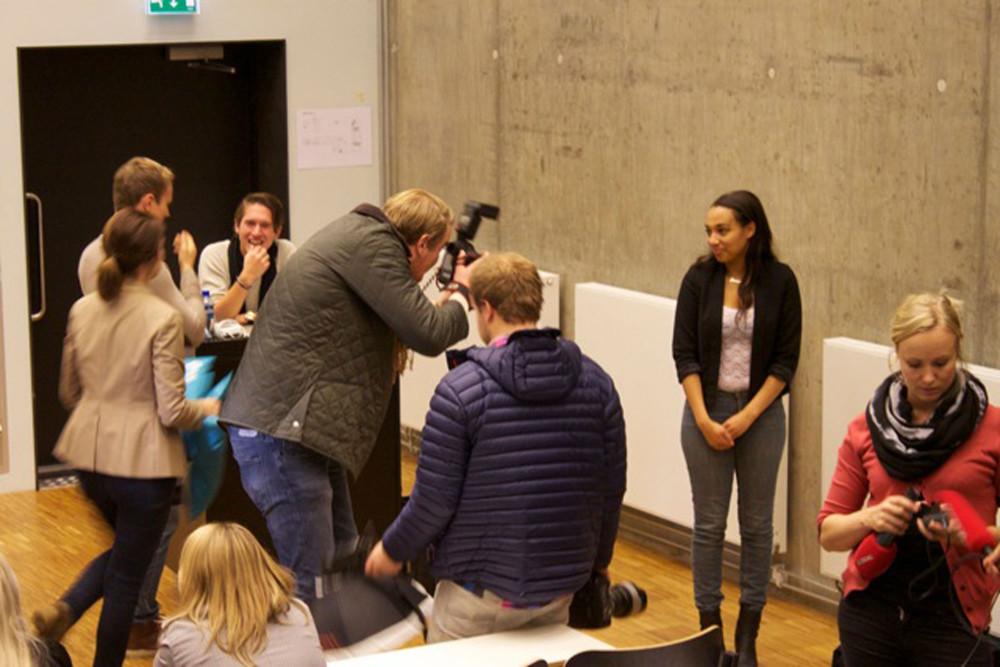 Ivrige pressefotografer. Foto: Ruben S. Pedersen