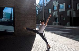 Sarah Tughra: Danser